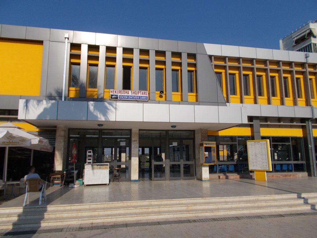 Durrës,budova vlakového nádraží