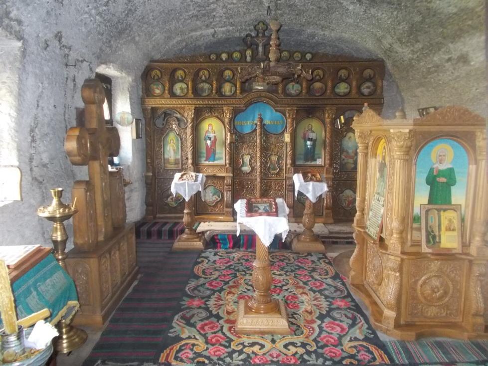 Orheiul Vechi,oltář ve skalním klášteře