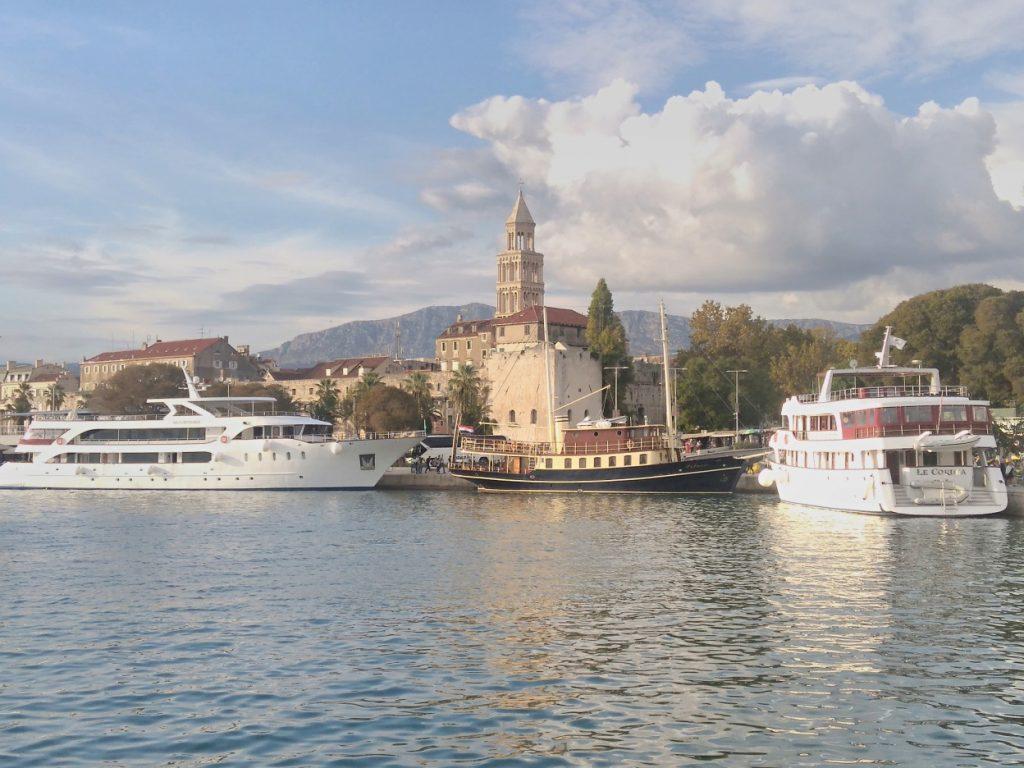 Split,v pozadí zvonice katedrály