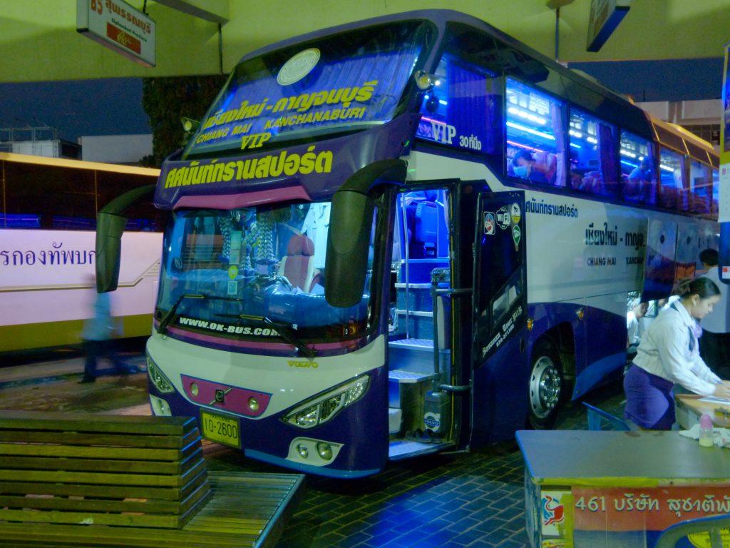 Kanchanaburi,noční VIP bus do Chiang Mai
