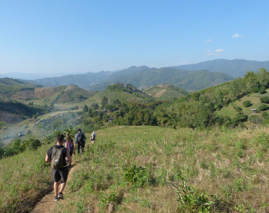 oblast Doin Hang,trek v horách