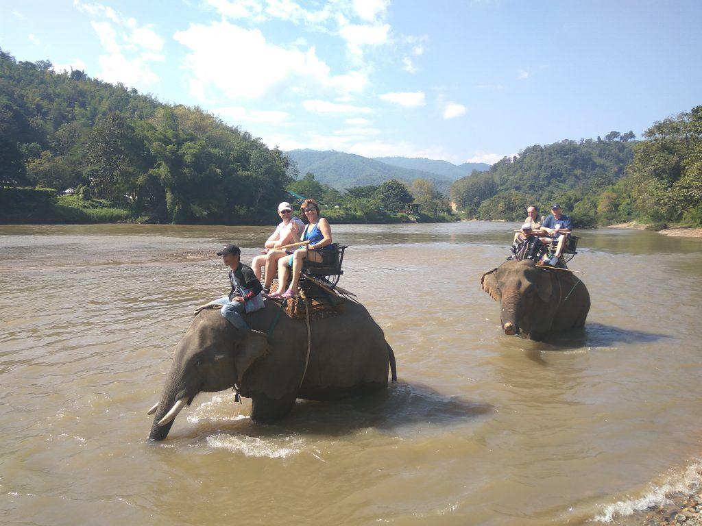 Ban Ruammit,projížďka na slonech