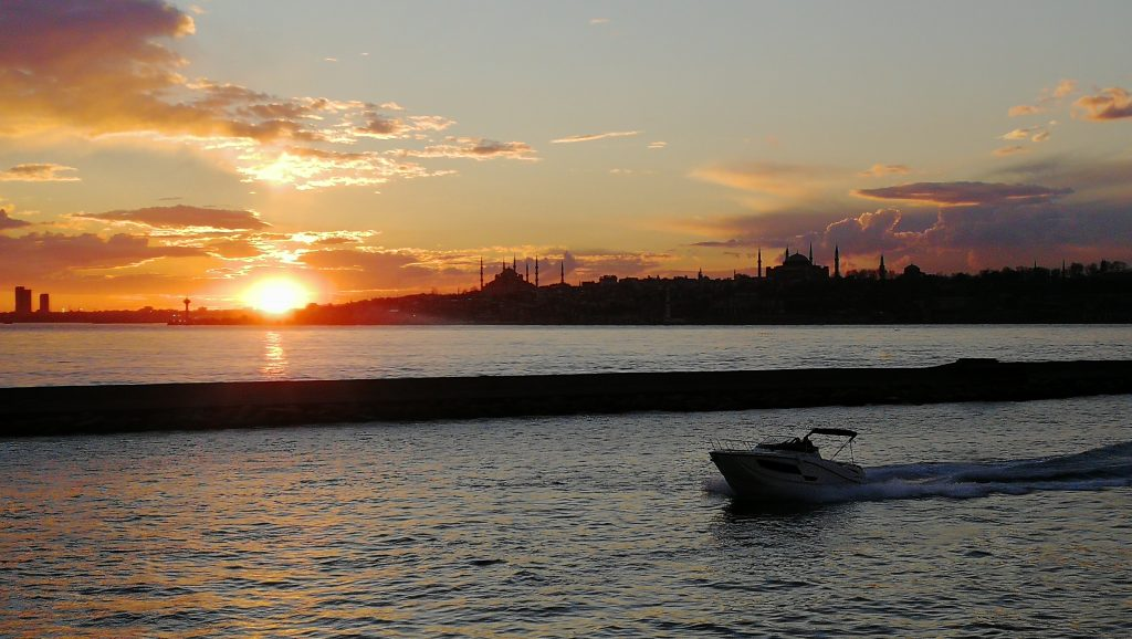 Istanbul,západ slunce nad čtvrtí Sultanahmet