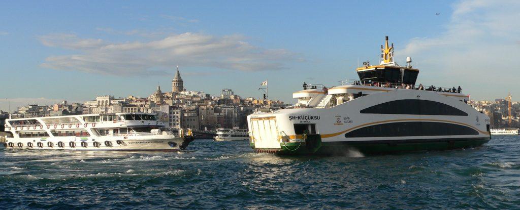 Eminönü,lodní linky vyplouvající z přístavu