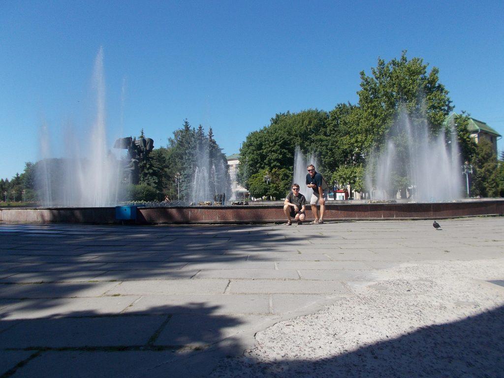 Rovno,bulvár Nezávislosti,fontána a my :-)