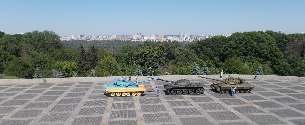 Kyjev,výhled z terasy pod sochou Matka Vlast