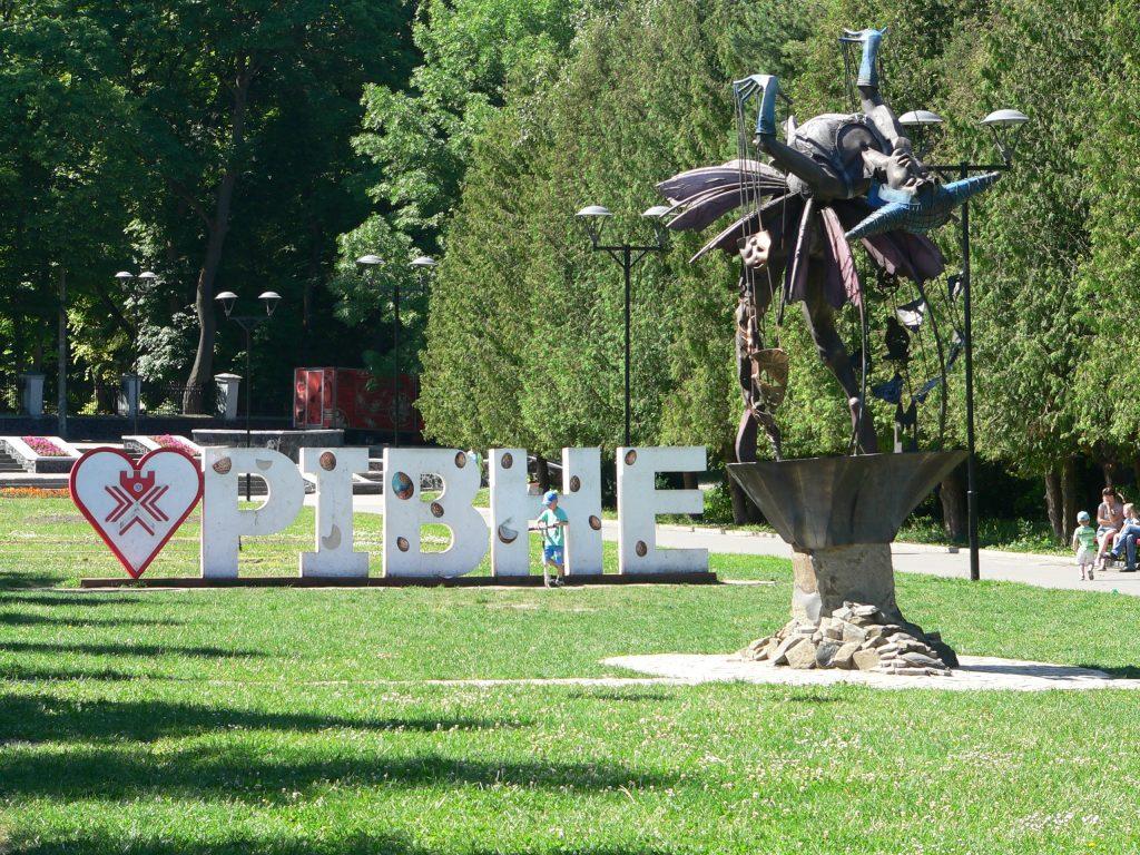 Rovno,park s kovovými sochami