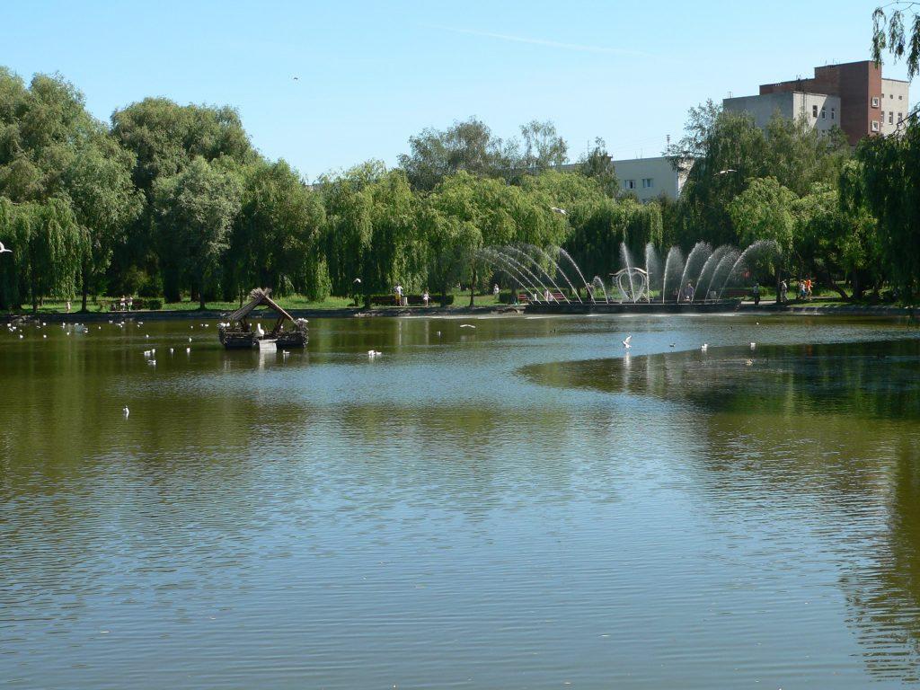 Rovno,jezero v parku