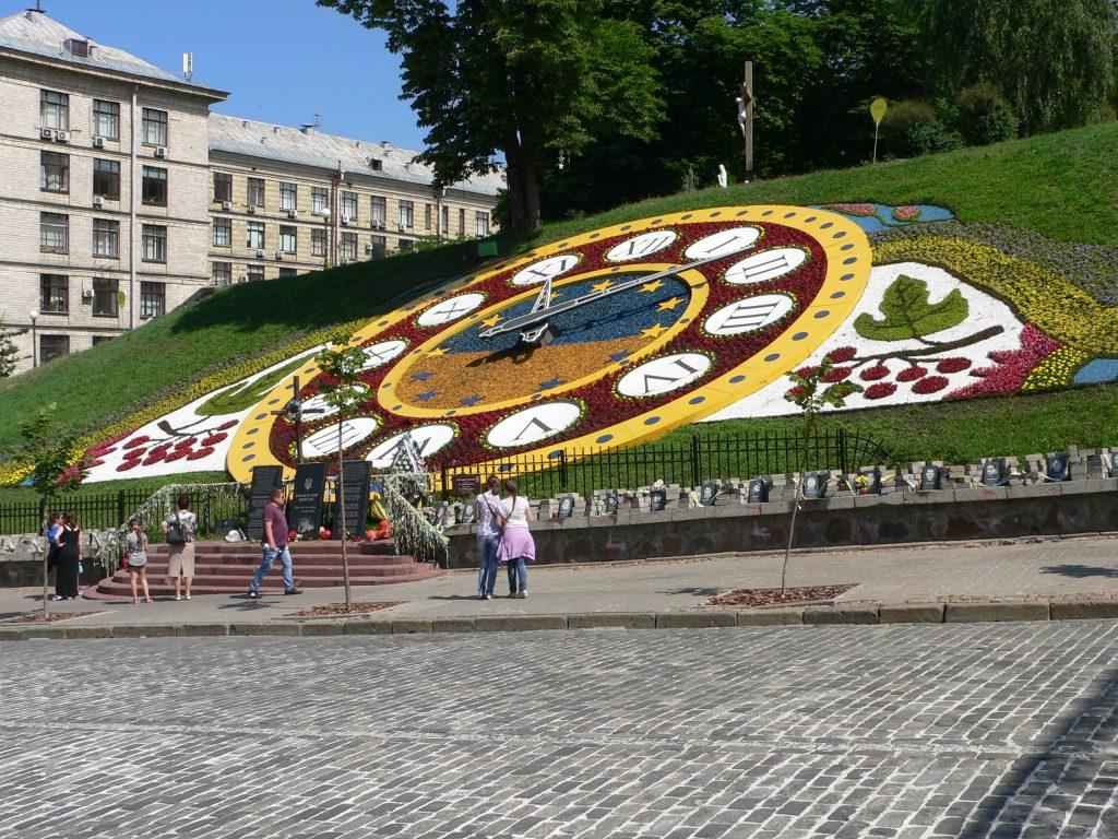 Kyjev,Náměstí Nezávislosti-Majdan,květinové hodiny