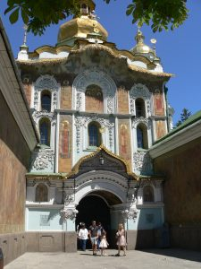 Kyjev,Kyjevskopečerská lávra,kostel sv.Trojice,vstup