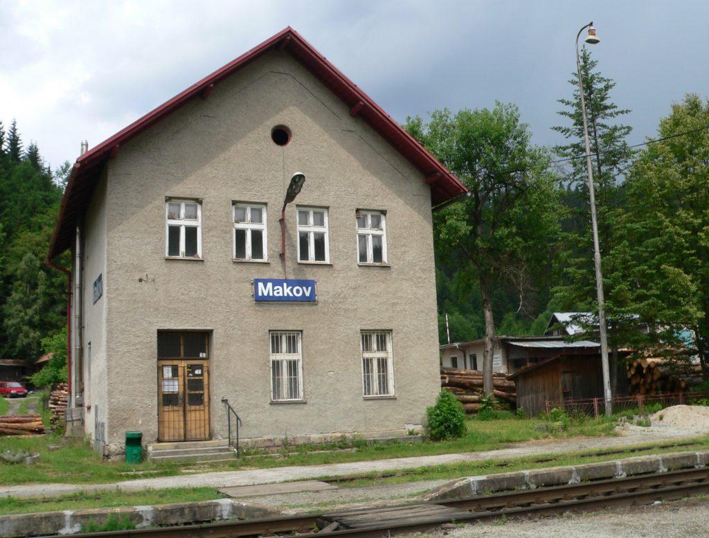 Makov,stanice