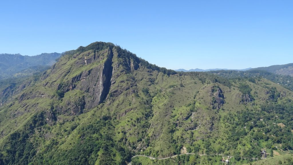 výhled z Little Adams Peak na Ella Rock