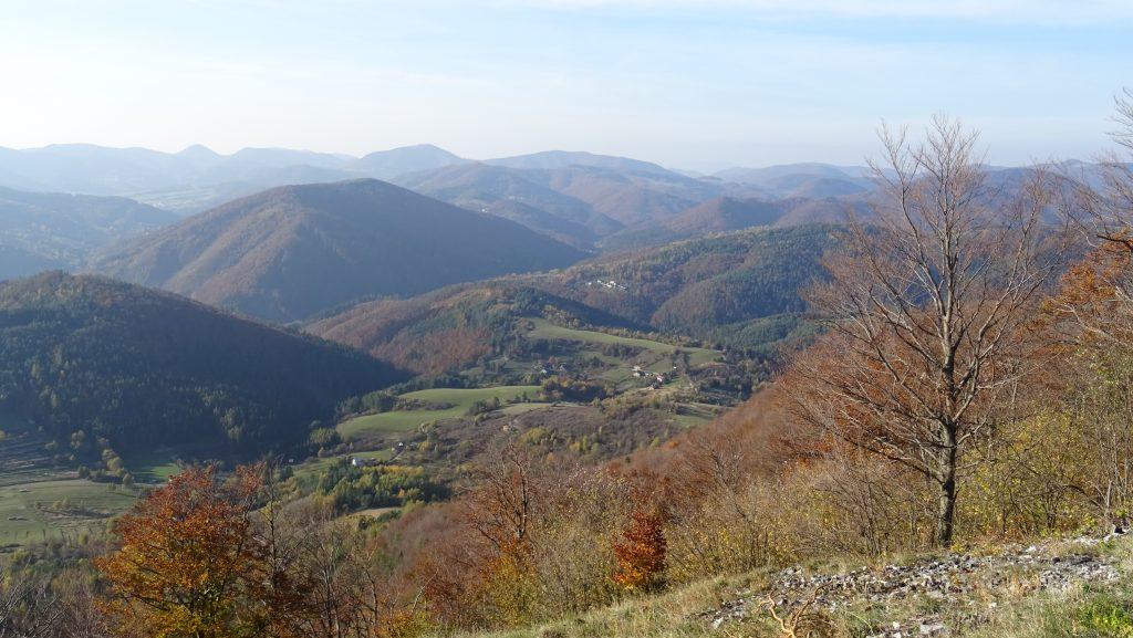 výhled z Temešské skály na západní část Strážovských vrchů