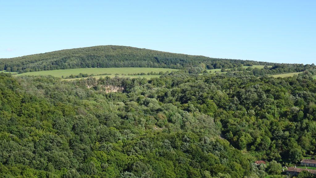 výhled na Medvědí výšinu z hradu Šomoška