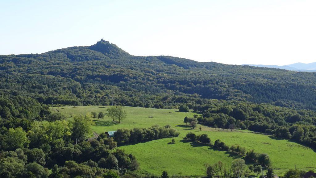 výhled na hrad Salgó z hradu Šomoška