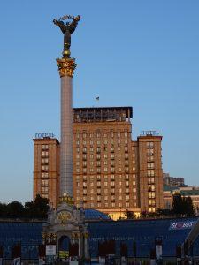 Majda,socha nezávislosti a hotel Ukrajina
