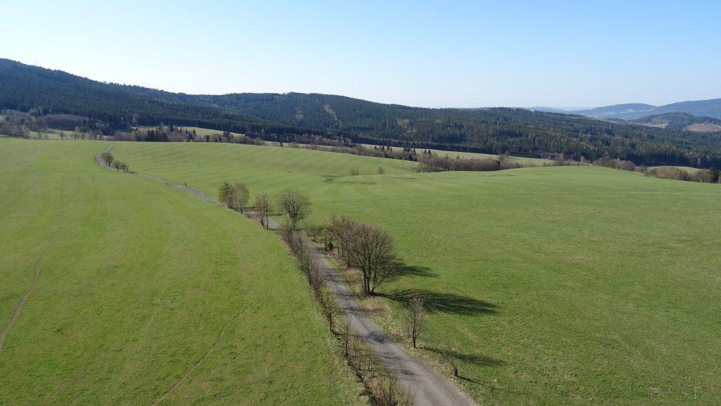 výhled z rozhledny Val na Jeřábek (838m) a Kamenáč (729m)